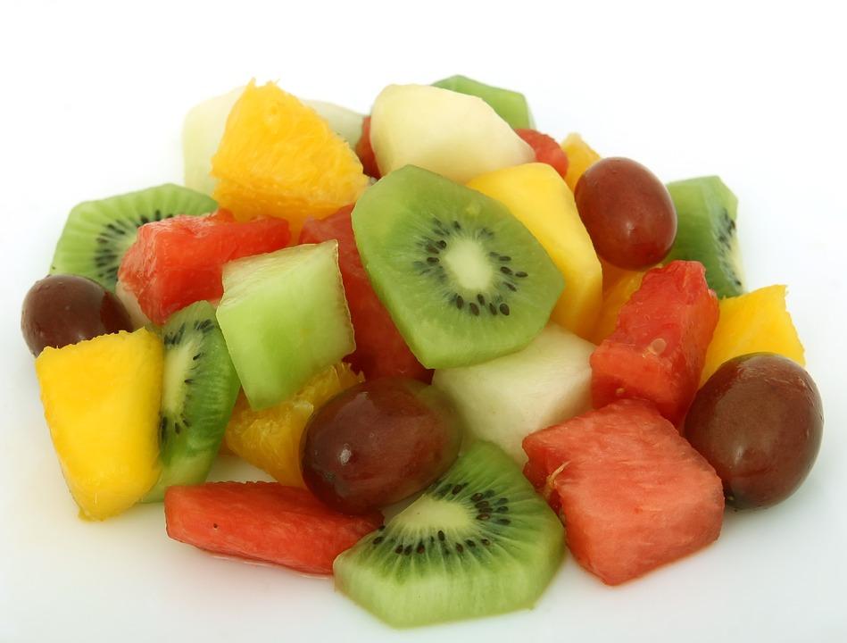 Vorgeschnittenes Obst und Blattsalate können mikrobiell belastet sein