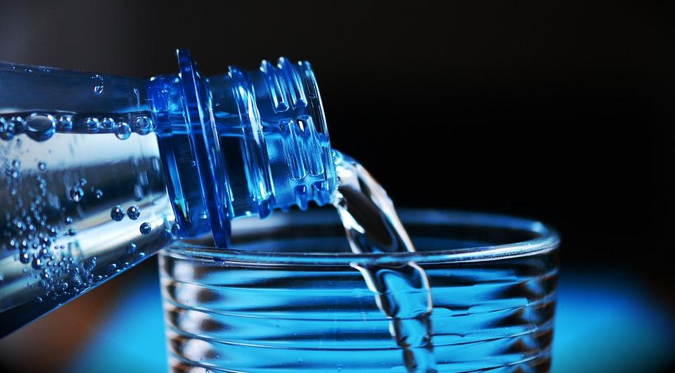 Mikroplastik in Mineralwasser: foodwatch fordert Veröffentlichung der Ergebnisse