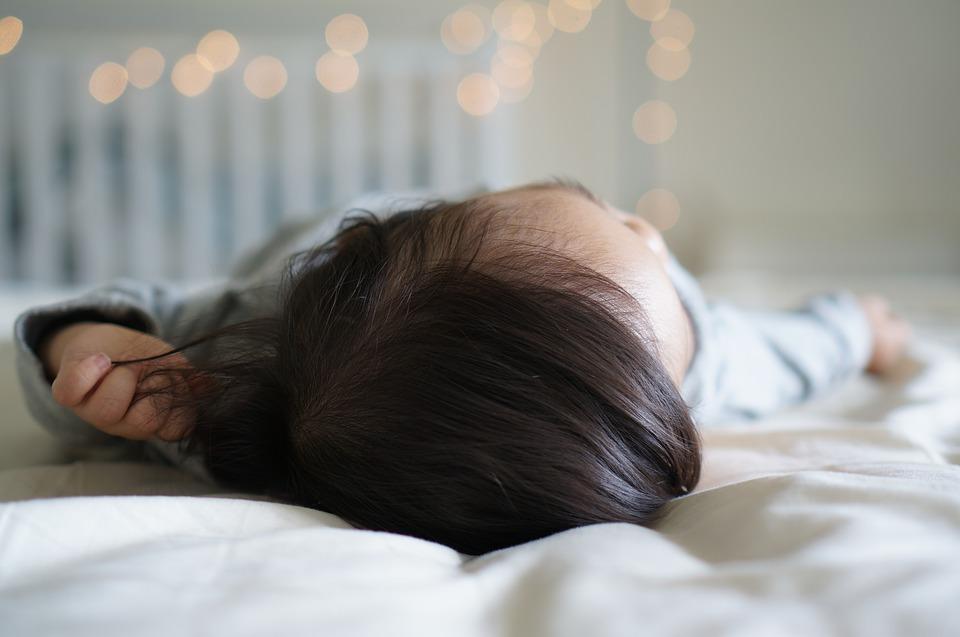 Kindermatratzen im Test: Die Hälfte ist mangelhaft und kann für Babys gefährlich werden