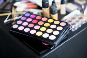 Kennzeichnungsmängel bei Kosmetika im Straßenverkauf